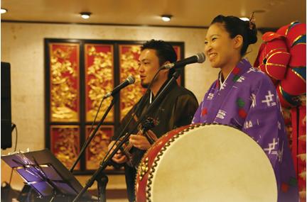 毎日開催!沖縄民謡ライブに酔いしれる♪