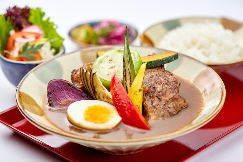 沖縄を感じるスープカレー自家製軟骨ソーキ入り